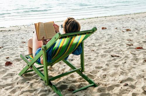 I 7 libri da leggere (e far leggere ai tuoi colleghi) ques'estate