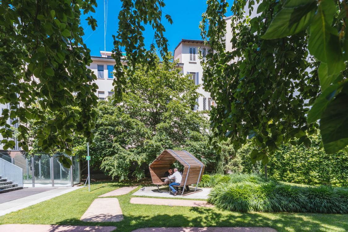 giardino smart working persone che lavorano