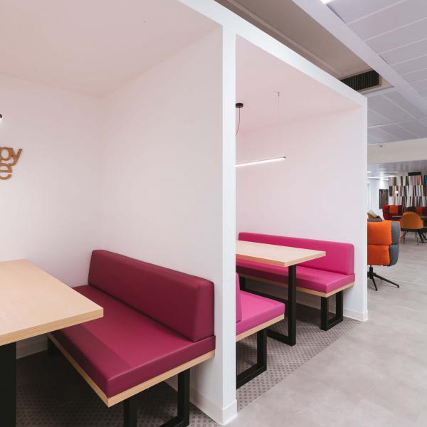 divanetti colorati luogo di lavoro