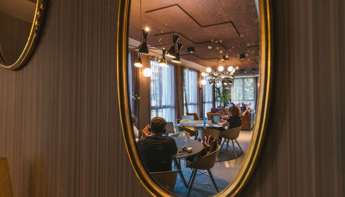 specchio copernico milano centrale library